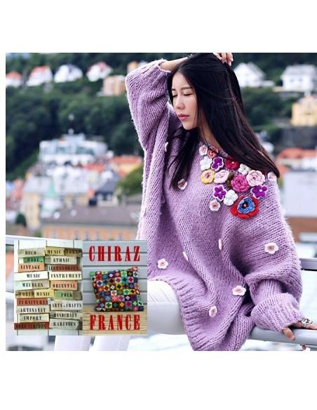 Pull tricoté main loose oversize lilas fleurs rebrodées